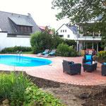 Oval-Pool 8,00 m x 4,00 m x 1,50 m mit Gegenstromanlage und 2 Lampen aufgebaut am 15.05.12 in Dortmund