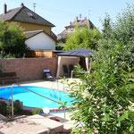 Oval-Pool 5,25 m x 3,20 m x 1,20 m aufgebaut am 18.05.2013 in Neckarbischofsheim