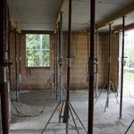Wohnzimmer mit Bick in Küche und Essbereich