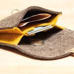 naturgrau-gelb, kleiner Geldbeutel aus Wollfilz 100% Wolle, ohne Plastik, biologisch abbaubar, in Deutschland handgefertigt
