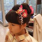 七五三くらいでしか作ることがなくなってきたアップスタイル、新日本髪です。髷は鹿の子をかけた結綿です。