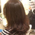 柔らかな毛先の動きもデジタルパーマならクセの付きにくい髪でも再現しやすいです。