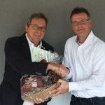 Verabschiedung Hermann Holzinger durch den neuen 1. Vorsitzenden SKV Richard Vollert