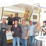 Unser Sektstand mit Team und Gästen bei Santiano