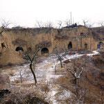 黄土高原のサンワー村。この穴居、ヤオトンにくっついていたファザードです。