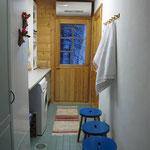 Saunan pukuhuone/kodinhoitohuone, käynti ulkoterassille, kuva 1