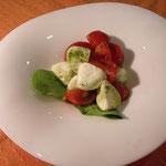 福井市越しのルビートマトと水牛モッツアレアチーズ カプレーゼ