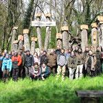 Gruppenfoto vor dem größten Insektenhotel der Welt