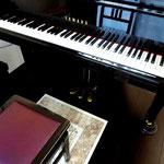 グランドピアノ♪(発表会が近くなると教室で伴奏合わせを行います)