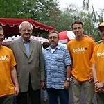 Egon Jüttner (2.v.l.) auf der Kerweeröffnung in Schönau mit Klaus Schillinger (3.v.l.) mit den Mitgliedern des TeAM Zunkunft Christian Stalf, Simon Fillinger, Thorsten Bock (v.l.n.r.)