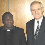Egon Jüttner mit dem Erzbischof von Harare, Monsignore Robert Christopher Ndlovu, aus Simbabwe