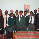 Egon Jüttner mit Schülern der Jan Jonker High School in Windhuk, Namibia
