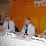 Bundesinnenminister a.D. Dr. Wolfgang Schäuble (2.v.r) zu Besuch bei Egon Jüttner (3.v.r) im Bundestagswahlkampf in Mannheim bei einer Podiumsdiskussion, mit  Chris Rihm aus EAK (ganz links), und Rebekka Schmitt-Illert aus der Frauen Union  (ganz rechts)