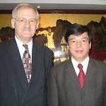 Egon Jüttner mit dem vietnamesischen Vizeminister für Planung und Investitionen, Prof. Dr. Nguyen Bich Dat in Hanoi