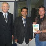 Egon Jüttner, Mustafa Baklan und Stadtrat Erwin Feike bei der Mannheimer Firma BAKAT