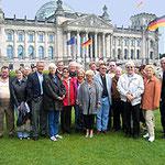 Egon Jüttner mit Mitgliedern des Mannheimer Schiffahrtsvereins vor dem Reichstagsgebäude