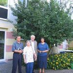 Erwin Feike, Regina Trösch und Egon Jüttner (von links) im AWO-Betreuungsheim Schönau