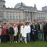 Egon Jüttner mit Mitgliedern der CDU Rheinau vor dem Reichstagsgebäude