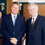 Prof. Jüttner (rechts) mit dem Oberbürgermeister von Sibiu/Hermannstadt (Rumänien), Klaus Johannis