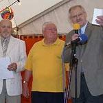 Erich Deppisch (Mitte) mit Prof. Dr. Egon Jüttner (rechts) und Philipp Schenkel (links) bei der Verleihung der Ehrenmedaille der Gemeinnützigen Bürgervereinigung Sandhofen