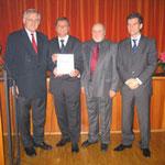 Egon Jüttner, Erwin Feike, Philipp Schenkel und OB-Kandidat Ingo Wellenreuther bei der Verleihung des Ehrenbriefes (von links)