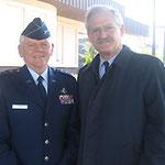 Egon Jüttner mit dem ehemaligen Stellvertretenden Befehlshaber der US-Streitkräfte in Europa, Generalleutnant Arthur C. Lichte