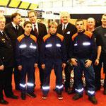 Egon Jüttner (hinten, Dritter von rechts) mit  Karl F. Mayer  (ganz rechts) und Thomas Schmitt (zweitter von rechts) aus dem Stadtfeuerwehrverband Mannheim, und Herrn Finanzminister a.D. Stratthaus (hinten, Dritter von rechts),