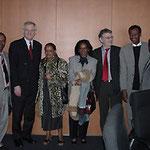 Egon Jüttner(Zweiter von links)und sein Kollege Christoph Strässer (Dritter von rechts) im Kreise von äthiopischen Abgeordneten