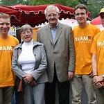 Egon Jüttner (3.v.l.) auf der Kerweeröffnung in Schönau mit Stadträtin Regina Trösch (2.v.l.) mit den Mitgliedern des TeAM Zunkunft Christian Stalf, Simon Fillinger, Thorsten Bock (v.l.n.r.