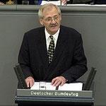 Egon Jüttner während einer Rede im Plenum des Deutschen Bundestages