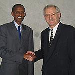 Egon Jüttner mit dem Staatspräsidenten von Ruanda, Paul Kagame
