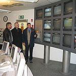 Egon Jüttner besucht die Glas-Firma Saint Gobain in Mannheim