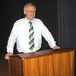 Prof. Jüttner bei seinem Rechenschaftsbericht vor der Wahlkreisvertreterversammlung