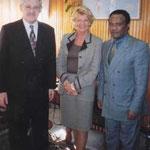 Egon Jüttner in Begleitung der deutschen Botschafterin, Dr. Helga Gräfin von Strachwitz, beim äthiopischen Staatsminister im Aussenministerium von Addis Abbeba, Dr. Tekeda Alemu