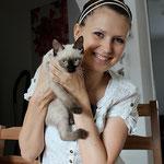 Alvin mit seiner neuen Katzenmama