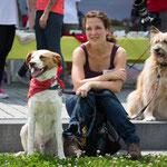Iva/Princess (rechts) durfte bei ihrer Pflegefamilie bleiben :-)