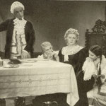 Mariusz Maszyński Lucyna Szczepańska Mieczysława Ćwiklińska Helena Grossówna w scenie z filmu Straszny dwór 1936
