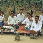 Kriegsversehrte und Minenopfer in Kambodscha machen Musik, um ihren Lebensunterhalt zu bestreiten