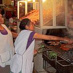 Gegrilltes ganz nach Wunsch auf dem Markt von Oaxaca.