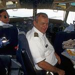 Auf dem Flug von Lima nach Arequipa darf ich sogar ins Cockpit.