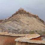 Blick vom Stupa des Pelchor Chode Klosters auf das gewaltige Fort bei Gyantse. Gyantse liegt mehr als 4000 m hoch.