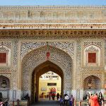 Unterwegs in Jaipur - Eingang zur Palastanlage.