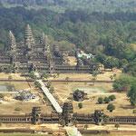 Mit einem Ballon lasse ich mich 200 m in die Höhe fahren und bekomme so einen guten Überblick über Angkor Wat, das größte sakrale Bauwerk der Erde.