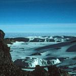 Auf dem Weg zum Uhuru-Peak - Blick in den Krater