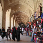 Der Vakil - Basar von Kerman soll einer der schönsten Basare des gesamten Iran sein. Wunderschöne Steinbögen überspannen die Hallen.