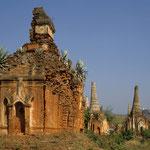 Bei der Tempelanlage Indein befinden sich hunderte halb verfallener Stupas im Shanstil und zaubern eine verwunschene Stimmung.
