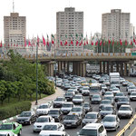 Der Verkehr auf den Stadtautobahnen von Teheran unterscheidet sich kaum von westlichen Großstädten.