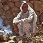 Hmet führt die Gruppe an und kocht unterwegs immer wieder Tee.