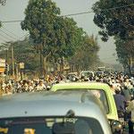Rush Hour in den Straßen von Hanoi.