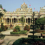 Tschua-Vinh-Tschang, eine Tempelanlage  in My-To im Mekongdelta  gleicht eher einem Lustschlösschen,  denn einer religiösen Stätte.